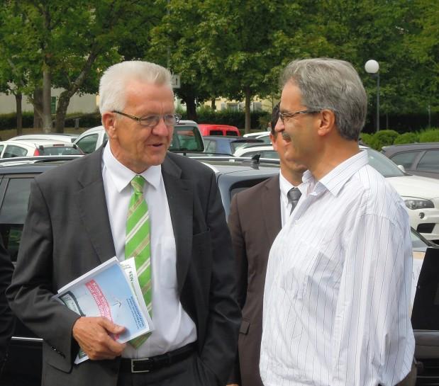 M. Haueis übergibt Petition der BI PRO SCHURWALD an Ministerpräsident Kretschmann